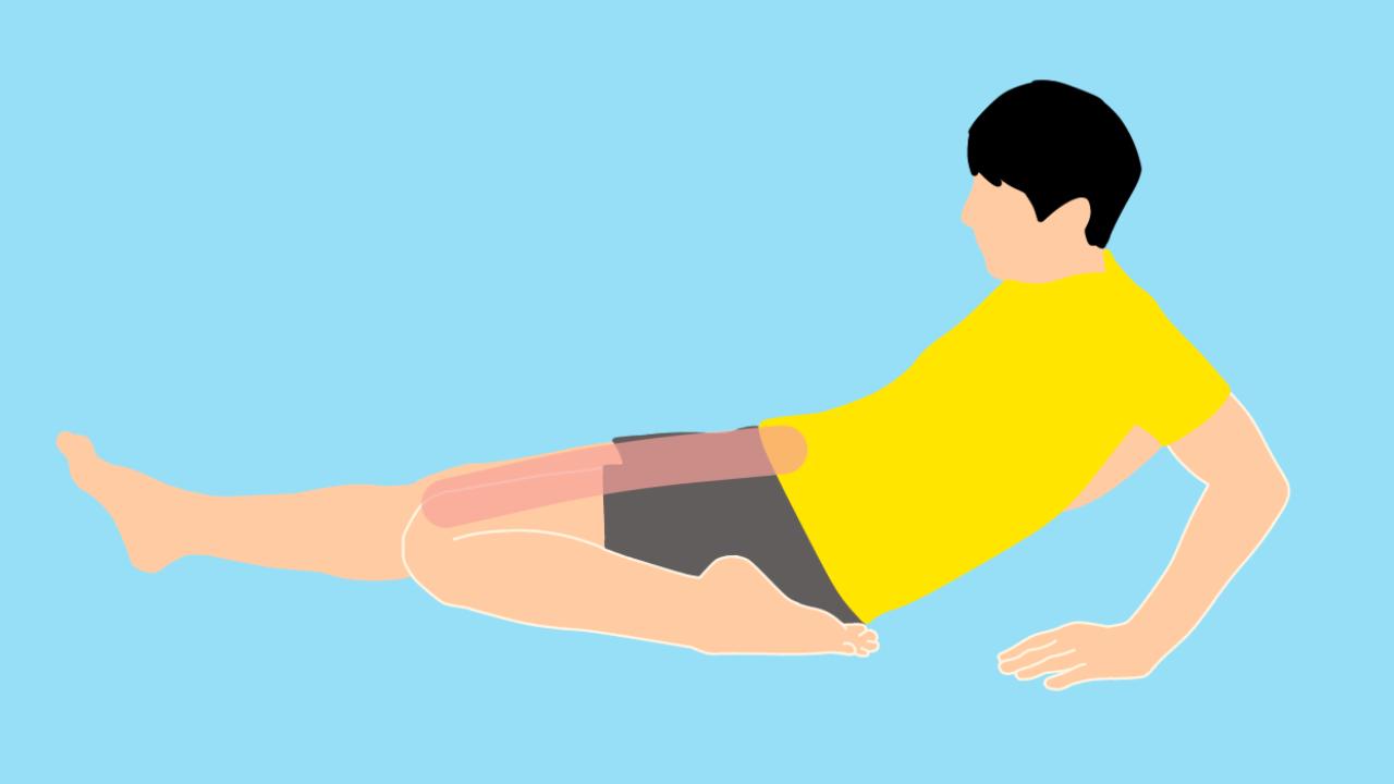 床に座って行うもも前(大腿四頭筋)のストレッチ