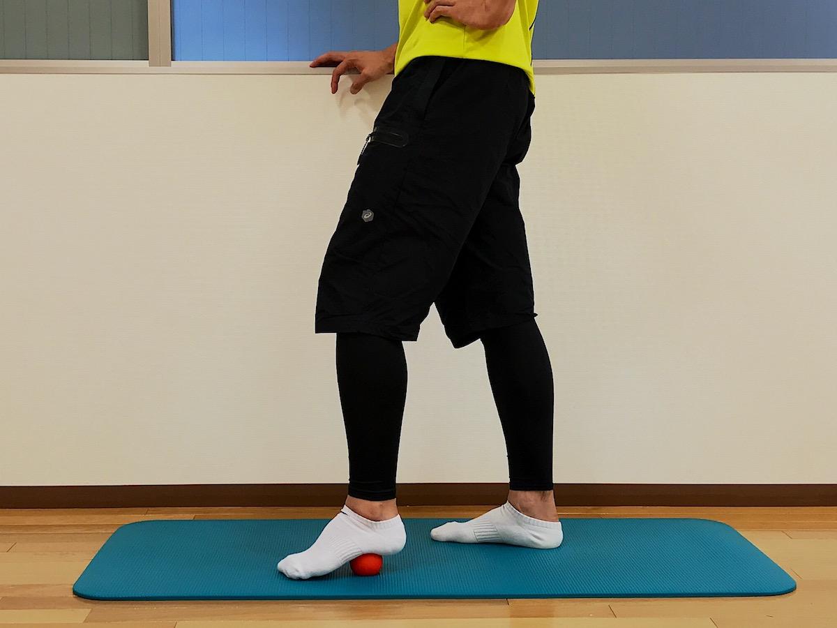 マッサージボールと足の裏のストレッチ