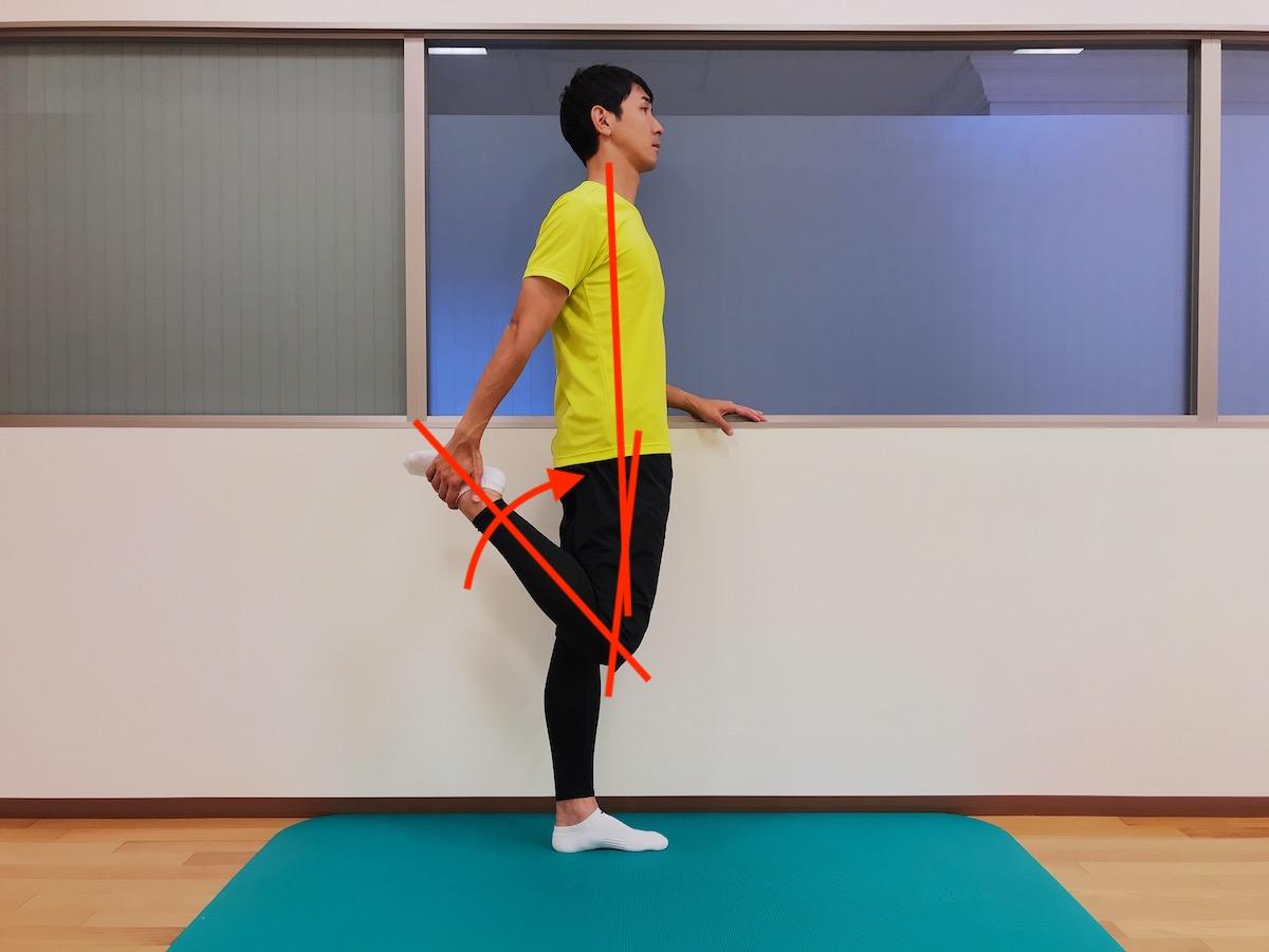 立った姿勢で行う大腿四頭筋のストレッチ