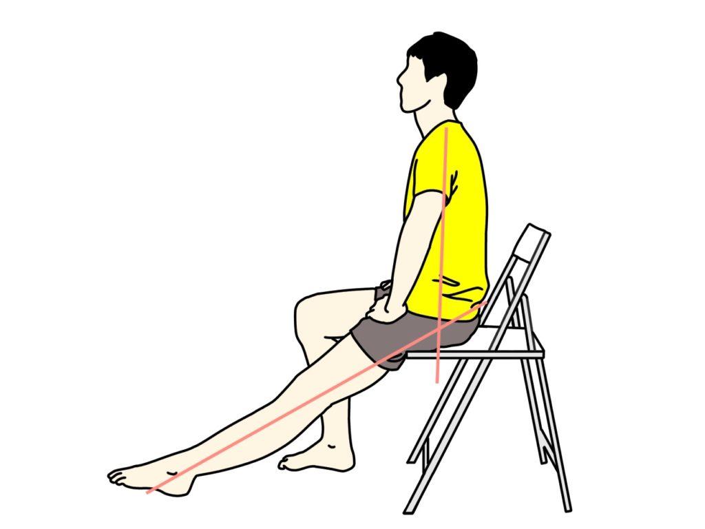 椅子に座った姿勢で行うもも裏(ハムストリングス)のストレッチ
