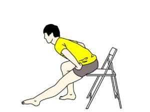 椅子に座った姿勢で行うもも裏の筋肉(ハムストリングス)のストレッチ