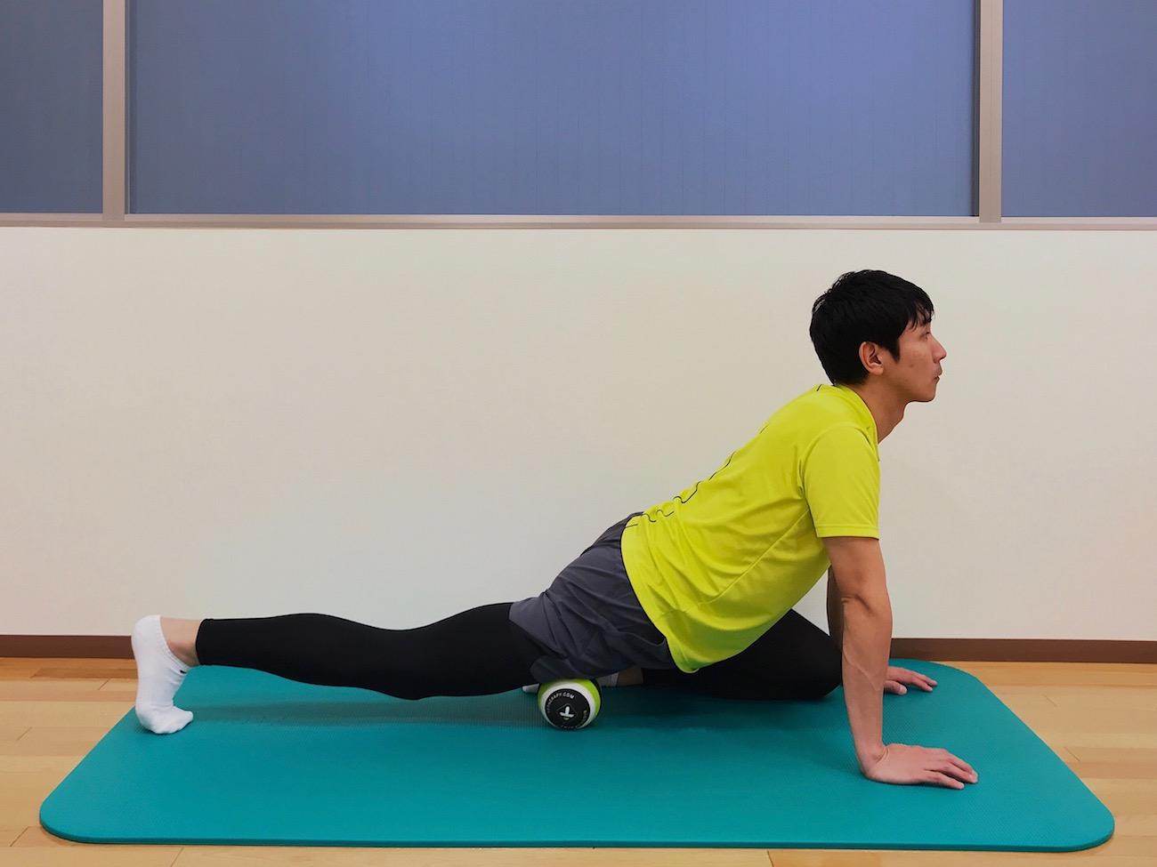 マッサージボールで大腿四頭筋をほぐす方法