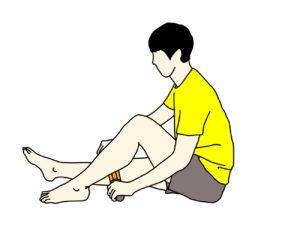 マッサージローラーでふくらはぎの筋肉をほぐす方法