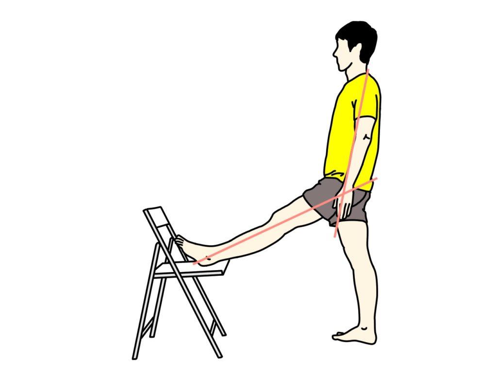 椅子に脚をかけて行うもも裏(ハムストリングス)のストレッチ