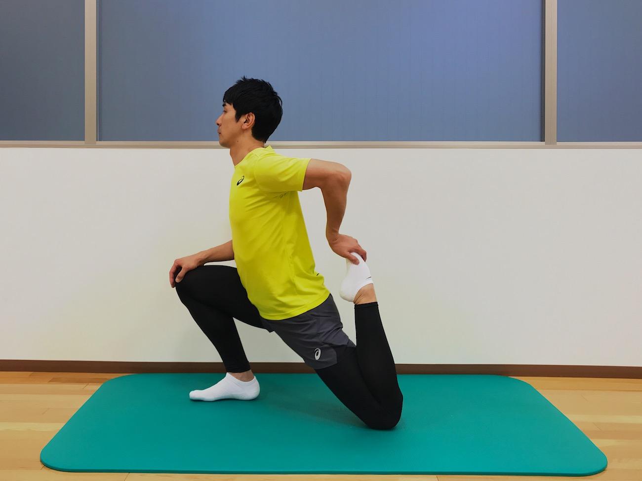 もも前〜骨盤前の筋肉(腸腰筋・大腿直筋)のストレッチの方
