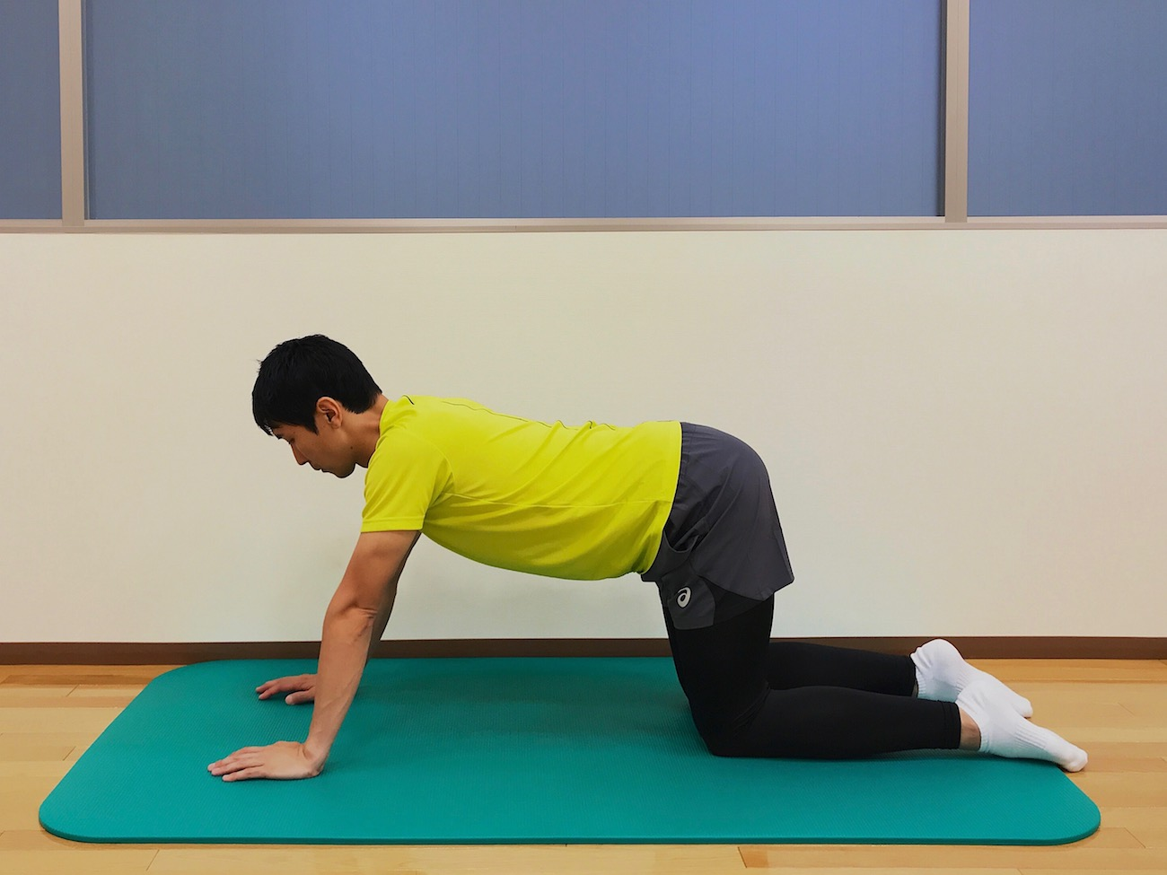 腹筋のストレッチの方法