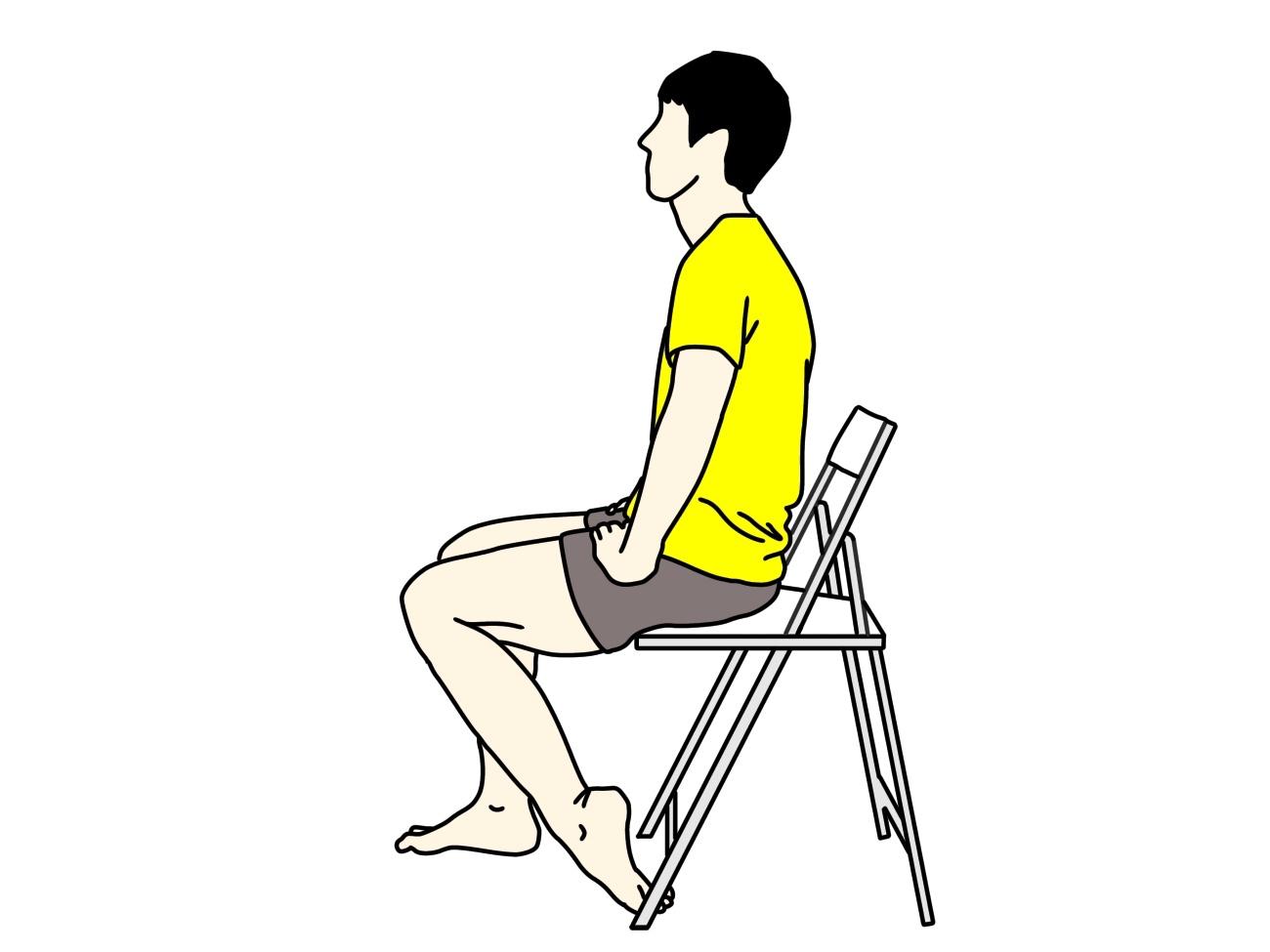 椅子に座りながらできる足の甲〜スネのストレッチの方法