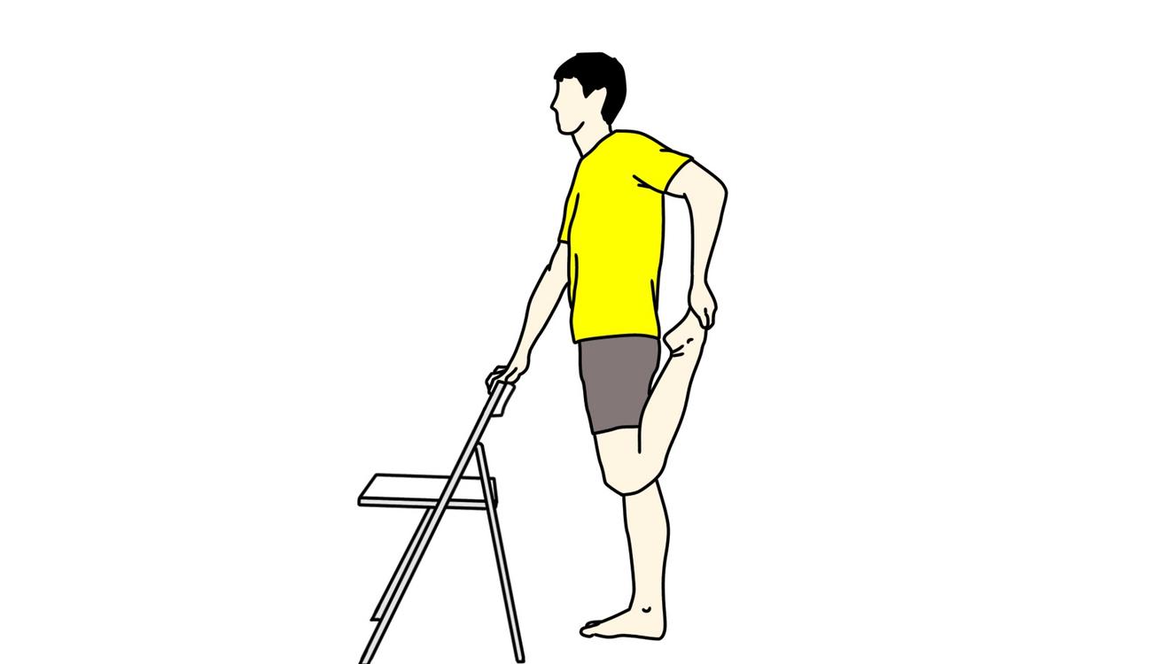 椅子につかまって行うもも前(大腿四頭筋)のストレッチ