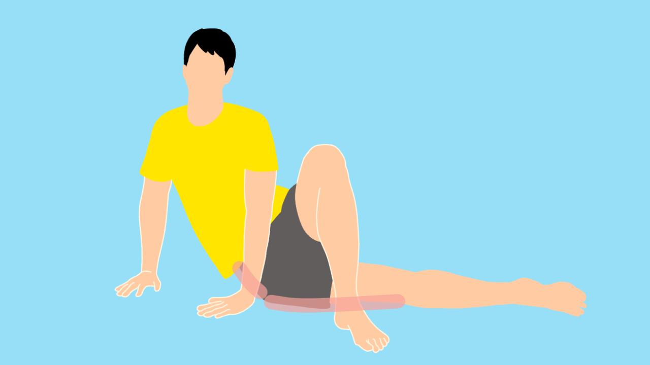 床で行う大腿筋膜張筋のストレッチ