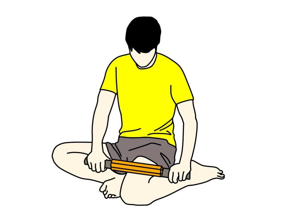 フォームローラー(マッサージローラー)で大腿筋膜張筋〜腸脛靭帯をほぐす方法2