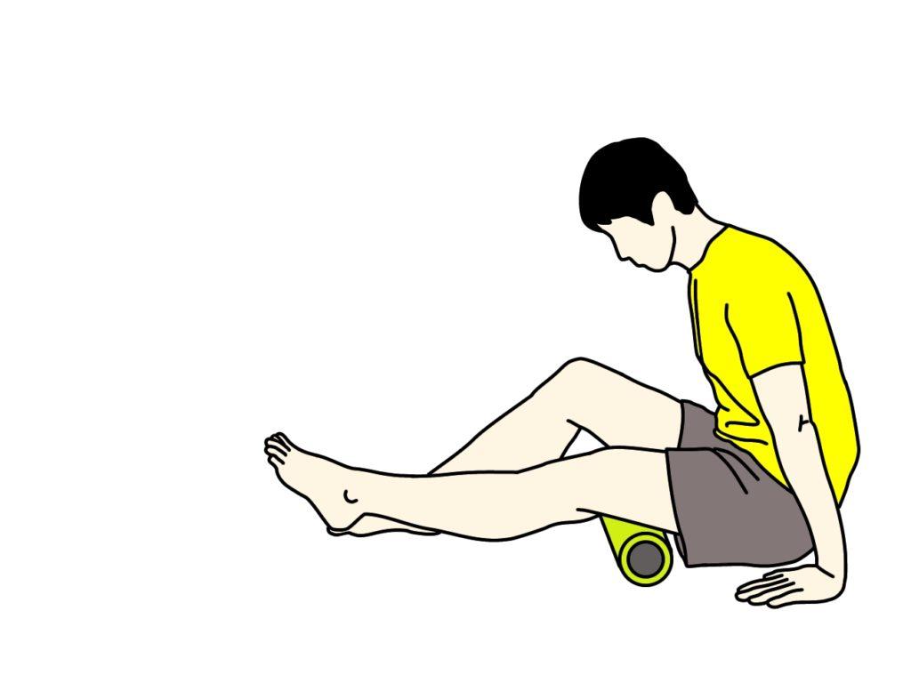 もも裏の筋肉(ハムストリングス)をフォームローラーでほぐす方法