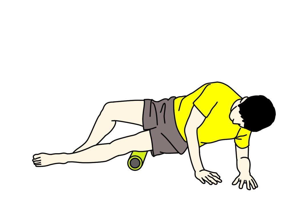 フォームローラーで大腿筋膜張筋をほぐす方法