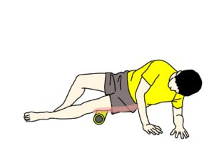 フォームローラーを大腿筋膜張筋〜腸脛靭帯に当てる
