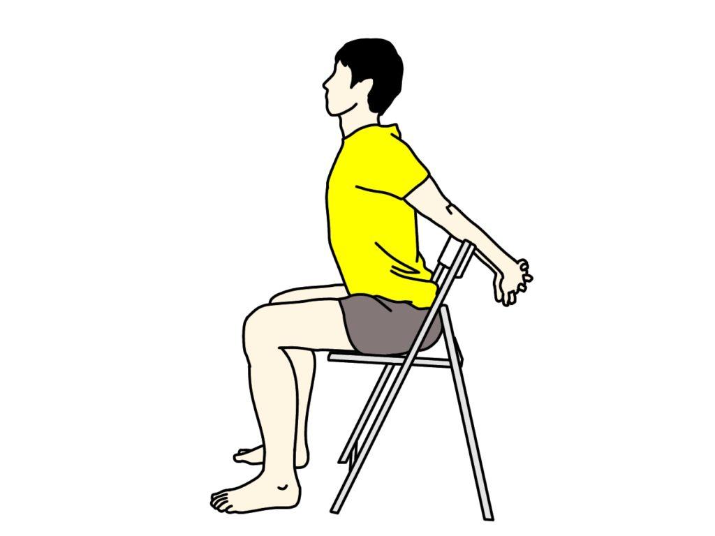 椅子に座りながら行う胸と腕のストレッチ