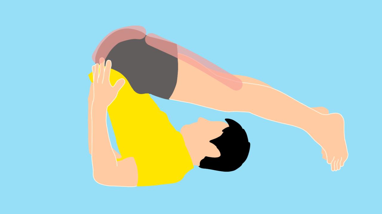 でんぐり返し姿勢で行う脊柱起立筋のストレッチ