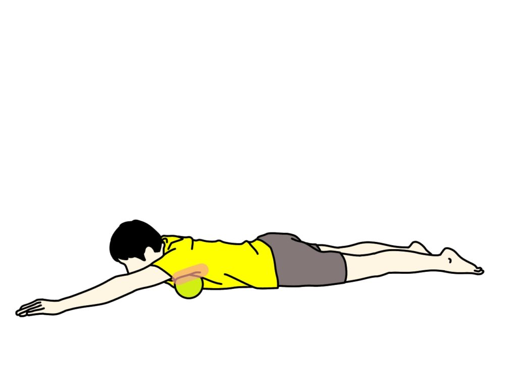 マッサージボールで大胸筋をほぐす方法